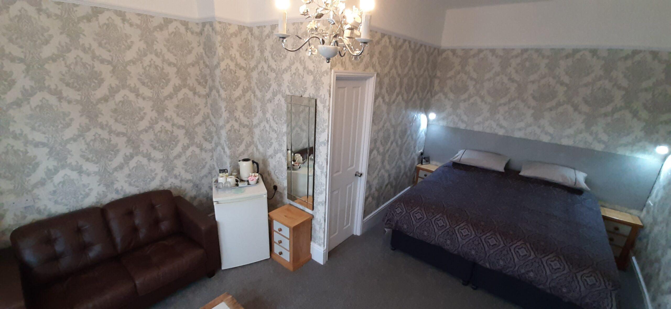 Room 1 Large Super King / Twin En-suite with Sofa & Fridge